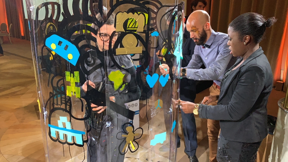 aNa artist imagine Social Art Program and protocole to create digital or live painting with people participating